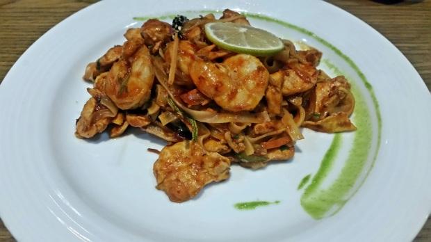 Chicken and Shrimp Pad Thai at Zen, Royalton Riviera Cancun